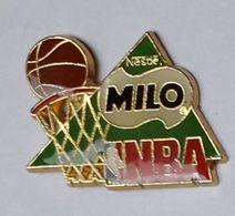 A221 Pin's USA BASKET  MILO NESTLE NBA Achat Immédiat - Baloncesto