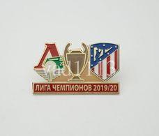 Badge Pin: UEFA Champions League  2019-20 Lokomotiv Moskva Russia - Club Atletico De Madrid Spain - Fútbol