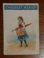 Chromo XIXe. Une Petite Fille Avec Un Parapluie Fermé Et Un Panier.Elle Mange Du Chocolat. - Menier