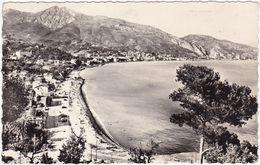 Lpes Maritimes : ROQUEBRUNE-CAP-MARTIN : La Plage Dans Le Fond Menton : ( C.p.s.m. Photo Véritable ) - Roquebrune-Cap-Martin