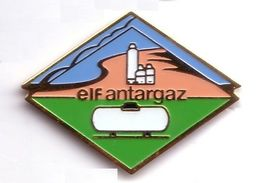 X158 Pin's GDF ELF ANTARGAZ Gaz De France Version Marqué Elf Antargaz Et Avec Citerne Blanche Achat Immédiat - EDF GDF