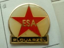 PIN'S  FOOTBALL - ESA PLOUARZEL -  FINISTERE - BRETAGNE - Fútbol