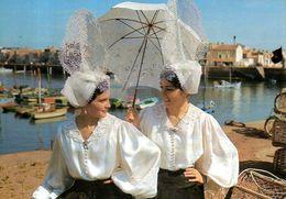 Les Sables D'Olonne (85) : La Causette En Costume Sablais - Costumes