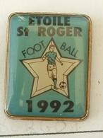 PIN'S  FOOTBALL - ETOILE ST ROGER -   FINISTERE - BRETAGNE - Fútbol
