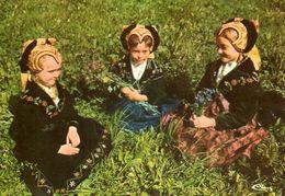 Savoie (73) : Jeunes Filles En Costume Savoyard - Costumes
