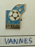 PIN'S  FOOTBALL - P.P.S  VANNES  - MORBIHAN  - BRETAGNE - Fútbol
