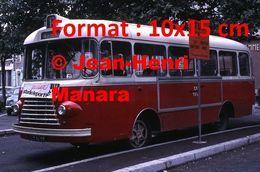 ReproductionPhotographie D'un Bus Ligne St-Berthevin à Un Arrêt à Laval En 1966 - Reproductions