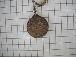1150 Porte Clefs  RENAULT 120 Rue Thiers  Boulogne Billancourt Si PERDU  Récompense  Verso  Paris Madrid 1903 - Key-rings
