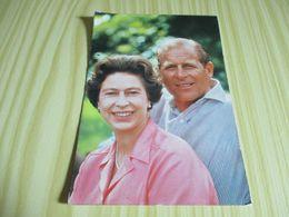 La Reine Elizabeth Et Son Mari,le Prince Philip,duc D'Edinburgh. - Royal Families