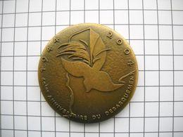 1140  MÉDAILLE 60e ANNIVERSAIRE Du DÉBARQUEMENT 1944 2004 D DAY 6.6. 1944 Normandie  Colombe - Otros