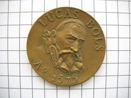 1136  MÉDAILLE Du Fabricant De Liqueurs ERVEN LUCAS BOLS 1575 Pays Bas - France