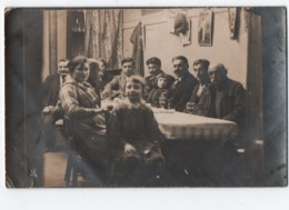 Photographie   Ancienne   Famille Autour De La Table - Photographie