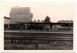 Photo Originale Train & Quai De Gare à Identifier Avec Sa Gare 1940/50 - Trains