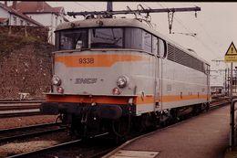 Photo Diapo Diapositive Slide Train Wagon Locomotive Electrique SNCF BB 9338 à Limoges Le 14 Février 1992 VOIR ZOOM - Diapositivas
