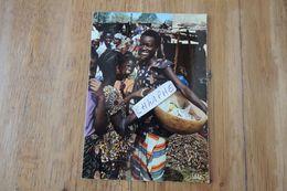 SENEGAL - SUR LE MARCHE - AT THE MARKET - Sénégal