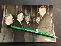Photo De Presse 18x13 Général De Gaulle Et Les Membres De L'expédition Polaires En Terre Adelie Ricou Lavrilliere 1959 - Célébrités