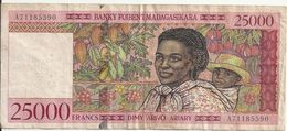 MADAGASCAR 25000 FRANCS ND1998 VF P 82 - Madagascar