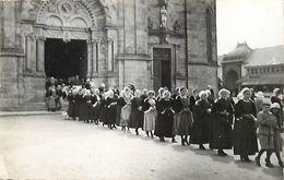 Themes Div-ref EE897- Carte Photo Non Située A Identifier - Sortie D Eglise - Procession Religieuse - - Postcards