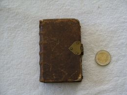 Saint François D'Assise. La Régle Et Testament. Edition: 1761, Duaci, Derbaix, Livre Miniature: 10 X 6,5 Cm. - Books, Magazines, Comics