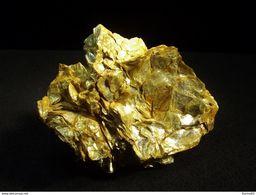 Muscovite Mica ( 4 X 3 X 1 Cm )- Rifflbach Im Riffltal - Otztaler Alpen - Austria - Minerals