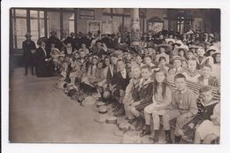 CARTE PHOTO 88 VITTEL Aout 1911 Enfants Assistant à Un Spectacle De Guignol? - Vittel Contrexeville