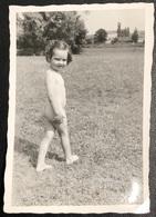 Vintage Photo Little Girl Fillette Nu Smiling For The Camera - Old Paper