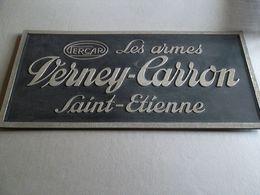 Enseigne Publicitaire Les Armes VERNEY CARRON ST ETIENNE - Plaques En Carton