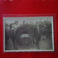 CARTE PHOTO CELLULE GAZ ET ELECTRICITE DE JUVISY ENTERREMENT DU  POLITIQUE COMMUNISTE MARCEL CACHIN - Postcards
