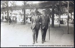 Couple D'hommes En Cure Canne Chapeau (ALLIER - Vichy ?) Couple Of Man In Spa Treatment Cane Hat. - Koppels