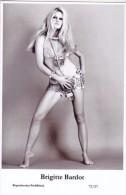 BRIGITTE BARDOT - Film Star Pin Up PHOTO Postcard - Publisher Swiftsure Postcards 2000 - Femmes Célèbres
