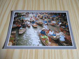 The Floating Market At Damnernsaduok In Ratchaburi (Thaïlande). - Thailand