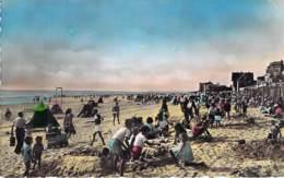 80 - LE CROTOY : La Plage à Marée Bassec - Jolie CPSM Village (2.080 H) Animée Dentelée Colorisée Format CPA - Somme - Le Crotoy