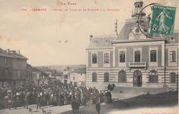 CPA (81) CARMAUX L' Hôtel De Ville Et Le Marché à La Volaiile Marchand Ambulant (2 Scans) - Carmaux
