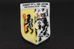 Fève De La Série ECUSSONS DU FINISTÈRE ( Blason ) - Saint Pol De Léon - Prime 1994 - (Réf. 012) - Regions