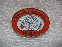 Pin's Terre Des Hommes ALSACE St Exupéry - Asociaciones