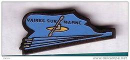 A317 Pin's CANOË KAYAK VAIRES SUR MARNE Seine-et-Marne Signé Winner Achat Immédiat - Canoa