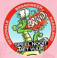 Sticker - REGIONALE BRANDWEER HAAGLAND - Speel Nooit Met Vuur - BRAND - Stickers