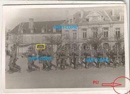 WW2 RARE PHOTO ORIGINALE Soldats Allemands à CHATEAUDUN Place Du 18 Octobre EURE ET LOIR 28 - 1939-45