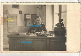 WW2 PHOTO ORIGINALE Soldat Allemand Officier LW Dans Son Bureau à MAYENNE 53 15.07. 1942 - 1939-45
