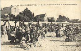 CHATELAILLON En Attendant L' Heure Du Bain ,on Se Grille Au Soleil  RV - Châtelaillon-Plage