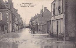 Montargis : La Rue De La Chaussée Pendant La Crue - Montargis