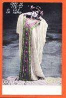 THU098 Mlle De LEKA Artiste Cabaret Robe Serre-Tête Réhaussé Dorure 1905 à Ferdinand COMBES-ALTEROCCA TERNI 5591 - Artisti