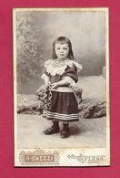 Ancienne PHOTO CDV De Aristide GHEZZI à FLERS ( Orne 61) .ENFANT Avec JOUET, CERCEAU..2 Scans - Anonyme Personen