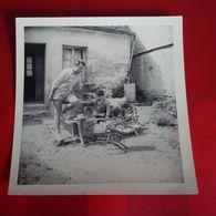 PHOTO SNAP LIANCOURT HOMME AVEC ENFANT ET NOUNOURS 1968 - Lieux