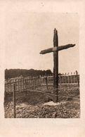 Carte-Photo - GUERRE 1914/1918 - Cimetière - Tombes - CROIX Des CARMES ... (Commune De MONTAUVILLE ?) - Edition Photo - Cementerios De Los Caídos De Guerra