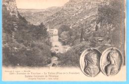 Fontaine De Vaucluse (Isle Sur La Sorgue)-la Vallée Prise De La Fontaine-Pétrarque Et Sa Muse La Belle Laure-1304-1904 - L'Isle Sur Sorgue