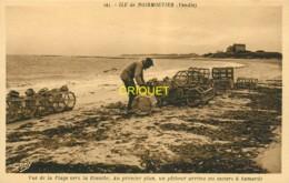85 Noirmoutier, Vers La Plage De La Blanche, Un Pêcheur Arrime Ses Casiers à Homards, Carte Pas Courante - Noirmoutier