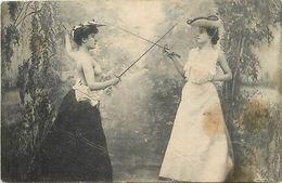 Themes Div-ref EE764- Femmes - Sports - épées - épée -  Escrime - Le Duel Dont Femme Seins Nus - - Non Classés