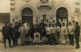 Themes Div-ref EE761-carte Photo Militaires - Militaria - Regiments - Regiment -bureau De L Octroi A Joigny -yonne - - Joigny