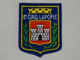 Blason écusson Tissu Feutrine Saint Cirq Lapopie Wappen Coat Of Arms Stemma  Escudo - Obj. 'Remember Of'